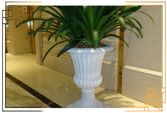 گلدان پلاستیکی پایه دار